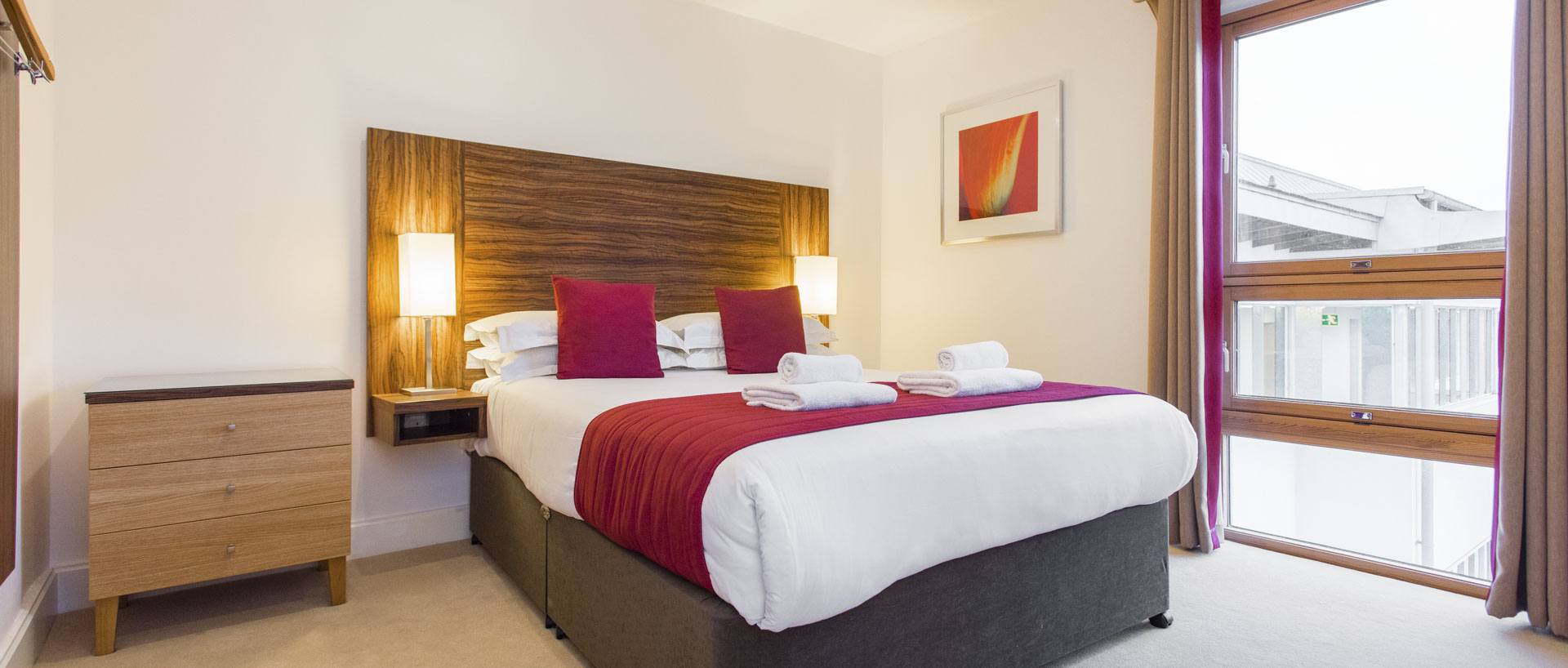 Towels on the bed of PREMIER SUITES PLUS Bristol Cabot Circus serviced apartments